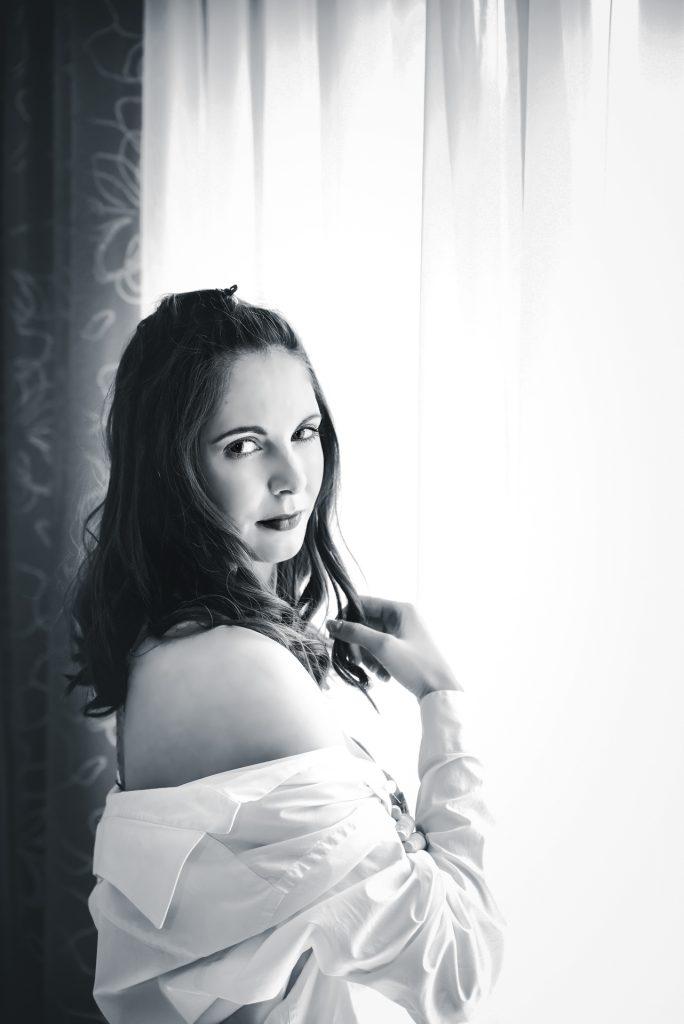 Boudoir fotograf. Boudoir fotografie krásné mladé ženy.
